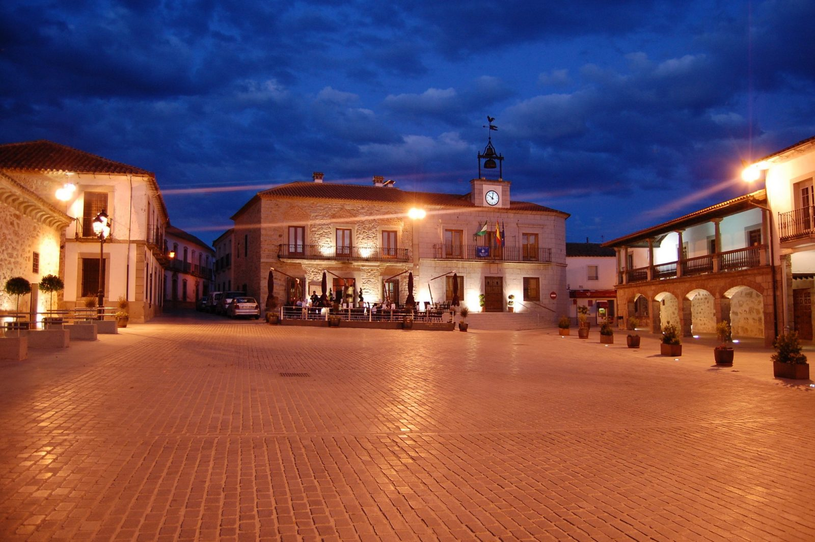 Plaza Mayor de Dos Torres.jpg