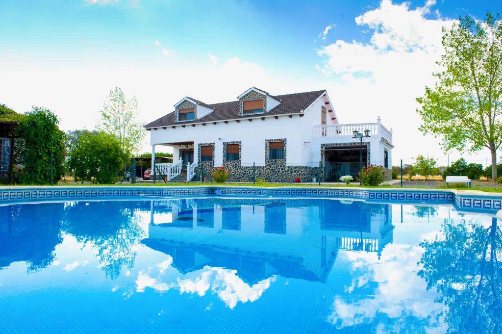 casa-pedroches-piscina-2-1024x681.jpg