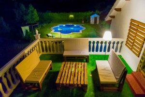 casa-pedroches-terraza-nocturna.jpg